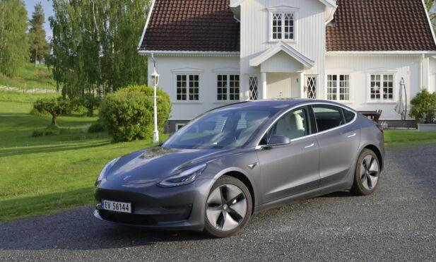NY NORGESBIL: Skal Tesla skyve bort Volvo som det typiske bildet på norsk bil på gårdsplassen? Foto: Rune M. Nesheim