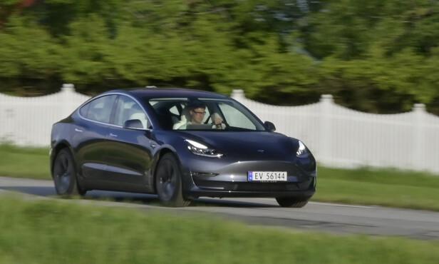 ROMSLIG: Rette A-stolper gir romslig inntrykk inni, og bilen kjører faktisk langt mer aggressivt enn delfin-ansiktet gir inntrykk av. Foto: Rune M. Nesheim