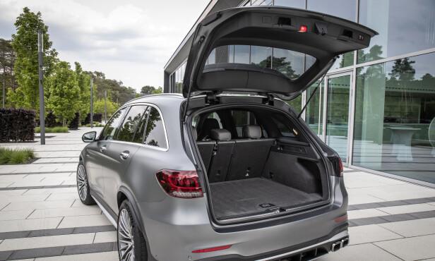 BEGGE DELER: For ordens skyld, så kan vi fortelle at du også får vanlig GLC med samme motor, utstyr og prestasjoner. Foto: Mercedes