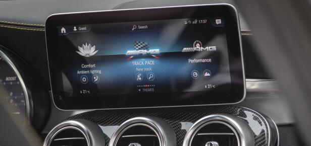 SMALERE: Det har tilkommet ny skjerm og AMG har lagt inn egne funksjoner. Foto: Mercedes