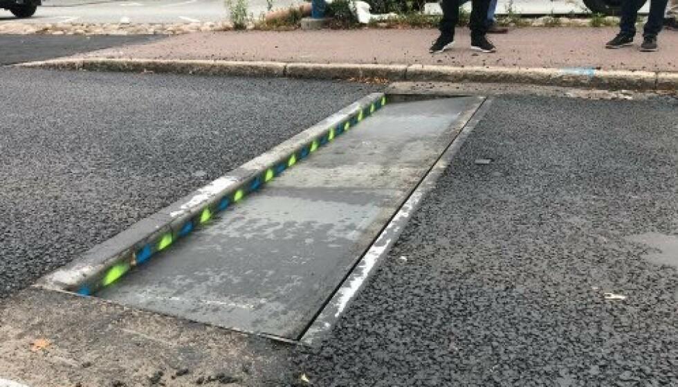 SMELL I BILEN: Stål-lemmen senkes seks centimeter og gir et smell i bilen når du kjører for fort. Foto: Karlstad kommune