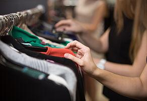 image: - Gi oss høyere priser på klær!