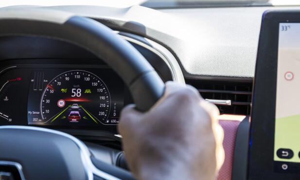 HELDIGITAL: Renault kaller sin digitalinstrumentering Smart Cockpit. Den kan individualiseres på mange måter og det er flust av online-tjenester tilgjengelig. Foto: Jean-Brice Lemal