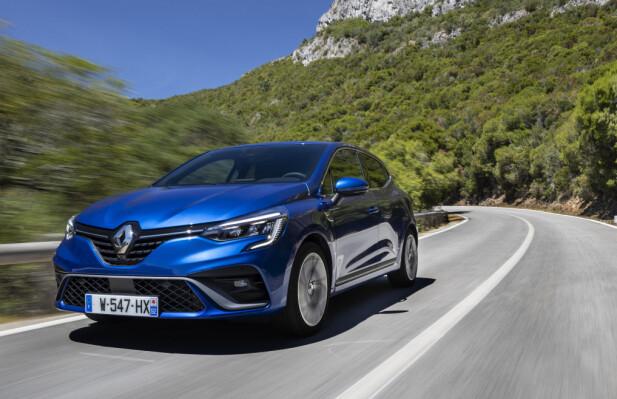 EVOLUSJON: Femte generasjon Clio er en helt ny modell, men har mye av designspråket fra forgjengeren intakt. Vi er imidlertid fjernt fra den kantede designen Clio-modellenes forgjenger, Renault 5, var kjent for. Foto: Jean-Brice Lemal