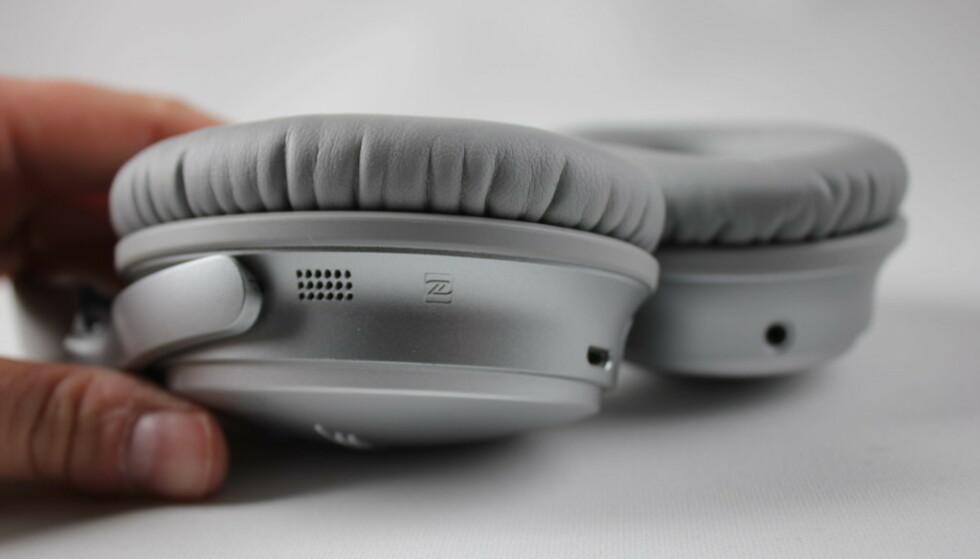 BATTERITID: Det kan lønne seg å bytte batteriet fremfor å kjøpe nye hodetelefoner. Foto: Pål Joakim Pollen