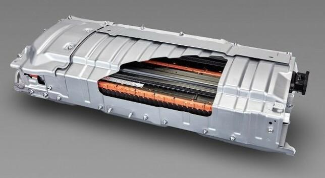 BATTERI AV GLASS?: Et «solide-state» batteri har et innhold som er fast og ikke flytende som i dagens batterier. Det faste innholdet kan være f. eks. en spesiell type glass. Foto: Panasonic