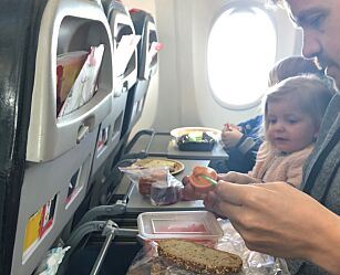 image: Familie på fem brukte ikke penger på flyplassen til og fra USA