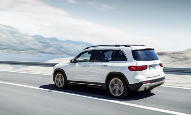 <strong>BYGGET FOR PLASS:</strong> Kupéen utgjør en stor andel av bilens volum, noe som er synlig fra utsiden. Disse proporsjonene har gjort det mulig å tilby bilen med opptil syv sitteplasser. Foto: Daimler AG