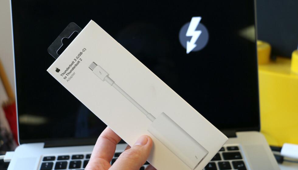 REDNINGEN: Med denne ikke spesielt billige adapteren fikk jeg reddet filene mine. Foto: Kirsti Østvang