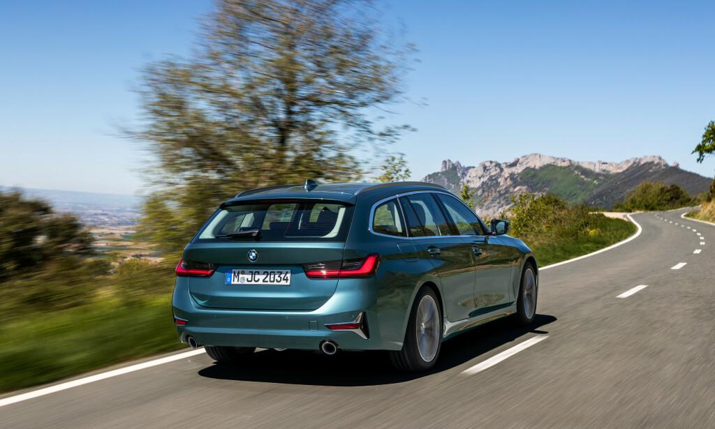 DEN FEMTE DØREN: Gradvis kompletteres BMWs sjette generasjon 3-serie, nå med den viktige Touring-versjonen på plass. Både denne og sedanen kommer som ladbar hybrid til Norge til neste år - da kan nok salget ta av for alvor. Foto: BMW