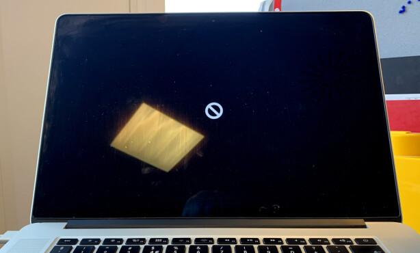«BRICKED»: Får du opp denne skjermen når du starter Mac-en din, er det dårlig nytt. Problemet kan imidlertid løses. Foto: Kirsti Østvang