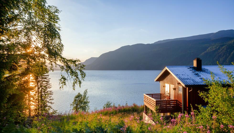 LÅNE HYTTE? På feriesentralen kan du legge inn ønsker for din sommerferie, som andre kan svare på. Foto: NTB Scanpix