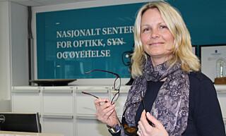 Hanne Maria Schiørz Thorud forklarer at skjerm er slitsomt for øyne og kropp. Foto: HMS-magasinet, Jan Tveita.