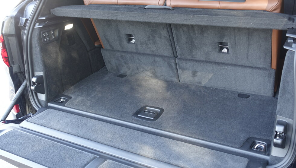 OK: Bagasjerommet føles på størrelse som en VW UP når alle setene er slått opp, men det rommer faktisk 326 liter, nesten like mye som en Golf. Foto: Rune M. Nesheim