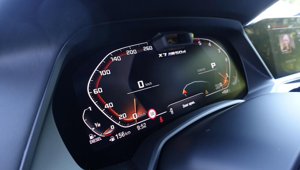 DIGITALT: Designen er helt lik fra 3-serien og oppover. Turtelleren byttes ut mot energimåler i kjøreprogrammene Comfort og Eco Pro. Det er fullt mulig å kjøre denne på 0,8 på mila, men stort sett ser du 9-tallet. Foto: Rune M. Nesheim