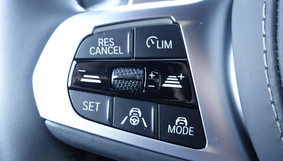 """AUTOPILOT: Du velger autopilotmodus med nederste knapp og vi synes den kunne vært langt mer """"automatisk"""" ved sakte køkjøring. Foto: Rune M. Nesheim"""