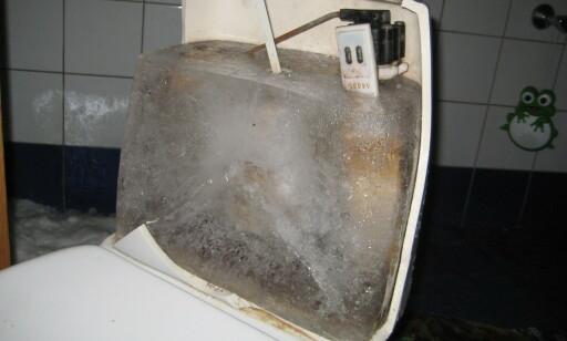FRYSER: Dersom det er veldig kaldt i løpet av vinteren, og du ikke bruker toalettet så mye, kan det ende med store skader. Foto: GJENSIDIGE FORSIKRING