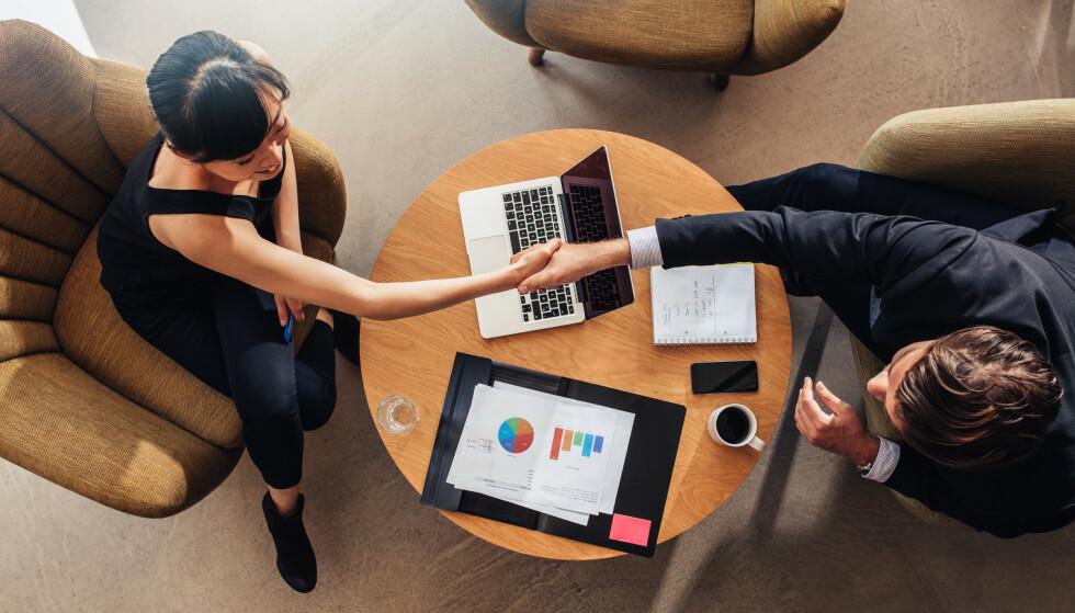 KREVENDE MØTE: Det kan være flere gode grunner for at du bør få mer i lønn av arbeidsgiver, men for mange kan de være skremmende å gå inn i slike forhandlinger. Derfor er det lurt å stille forberedt. Foto: Shutterstock/NTB Scanpix.
