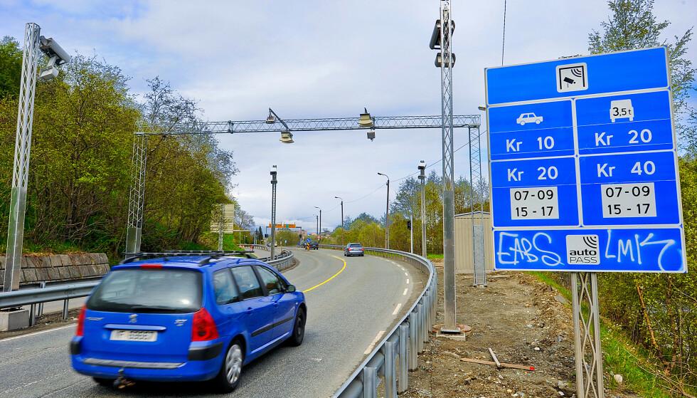 BOMMER LANGS SIDEVEIER: Nå strammes reglene inn for å sette opp bommer på sideveier. Foto: Olav Heggø