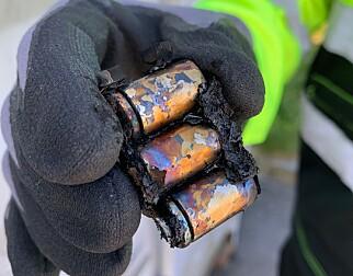 Og, slik så ni volts batteriet ut etter eksplosjonen.