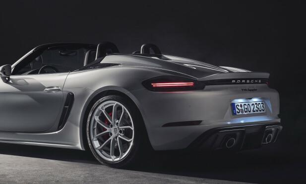 MOTORISERT: Spyder kler ikke fast vinge like godt, så her kommer det opp en elektrisk drevet spoiler i hastigheter over 120 km/t. Foto: Porsche