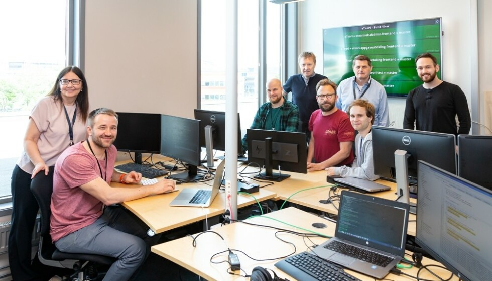 TEAM eTEORI. (f.v.) Gunn Marit Høistad (prosjektleder), Marko Draksic (frontend-utvikler), Sondre Wigmostad Bjerkhaug (backend-utvikler/scrum-master), Dag Solvoll (arkitekt), Syver Enstad (frontend-utvikler), Cato Lybekk (arkitekt/backend-utvikler), Øyvind Emblemsvåg (backend-utvikler) og Morten Andre Svendsen (teknisk tester). Foto: Sopra Steria