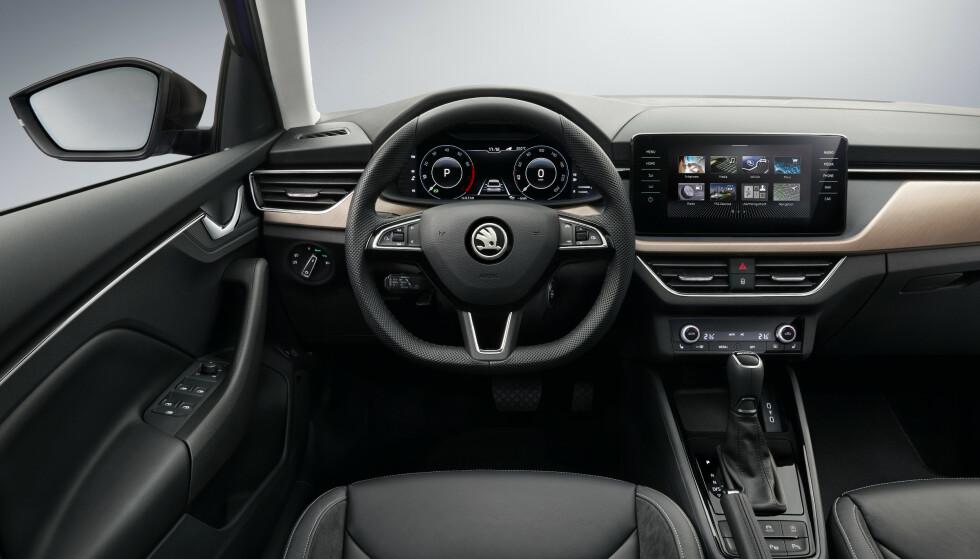 MER ELEGANT: Interiøret er blitt mer elegant med utstyr som er hentet fra større og dyrere biler. Foto: Skoda