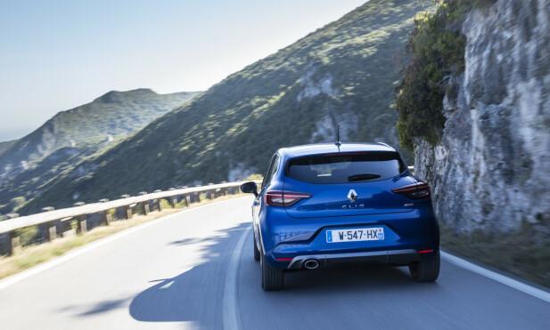 STABIL: Clio byr på uproblematiske kjøreegenskaper, men kjøredynamikken overbeviste ikke spesielt denne gangen. Foto: Jean-Brice Lemal
