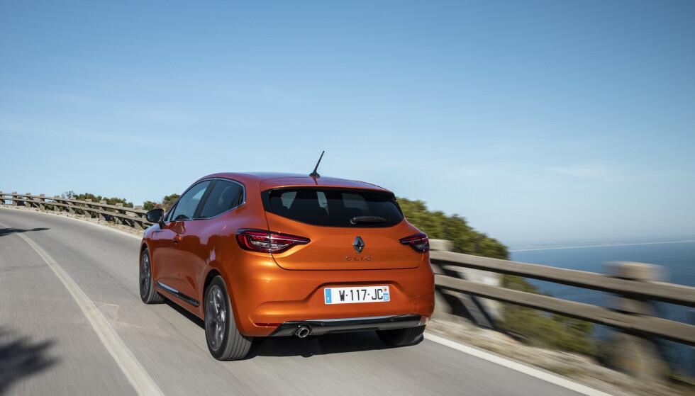 SPENSTIG KULØR: Den manuelle versjonen vi kjørte har fargen Valencia Orange. Foto: Jean-Brice Lemal