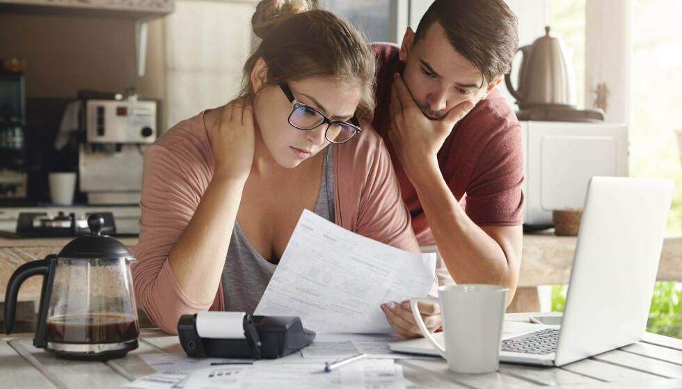 FORSIKRING: Å binde renten på boliglånet ditt kan være en form for forsikring hvis du trenger forutsigbarhet, men du bør ta en prat med banken din og prøve å forhandle ned den flytende renten, samt sjekke tilbudet til andre banker, før du binder. Foto: Shutterstock/NTB Scanpix.