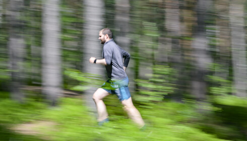 Ingenting er som en løpetur i skogen om sommeren, og da er det jo kjekt å ha en klokke som kan spore økten. Foto: Jamieson Pothecary