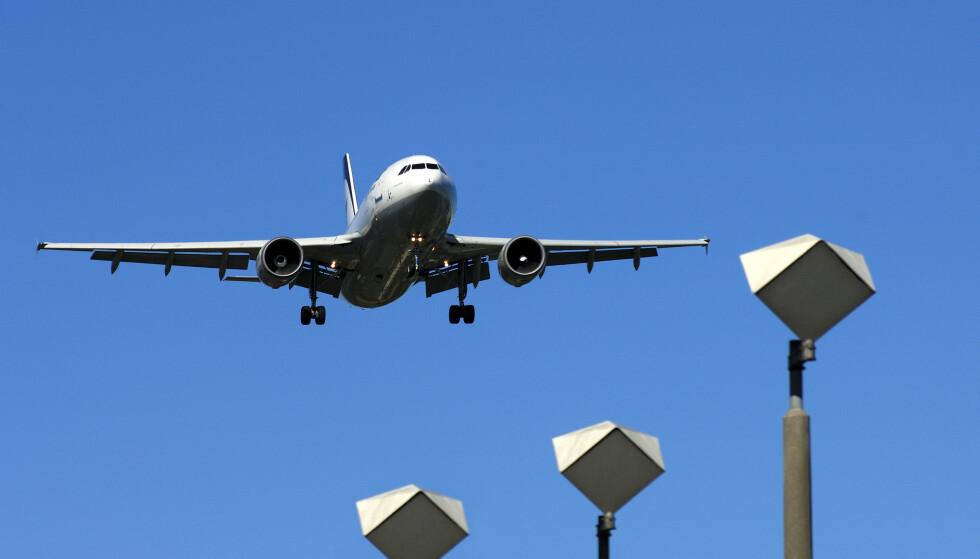 FLYPRIS: En gjennomgang av søkemotoren for flyreiser på Finn.no viste at totalprisen til elleve av tilbyderne i søkeresultatene hadde en medregnet rabatt og at totalprisen til ytterligere to var uten kortavgift, som Forbrukertilsynet mener er utydelig og villedende markedsføring. Foto: imageBROKER/REX/NTB Scanpix.