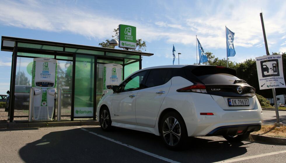 KAN TA 100 KW: Selv om laderen gir 150 kW, betyr det ikke at din bil kan utnytte den effekten. Det er bilen som bestemmer hvilken effekt du kan lade med. Nyeste versjon av Nissan Leaf, som kom på markedet i 2018, kan lade med opptil 100 kW. Foto: NAF