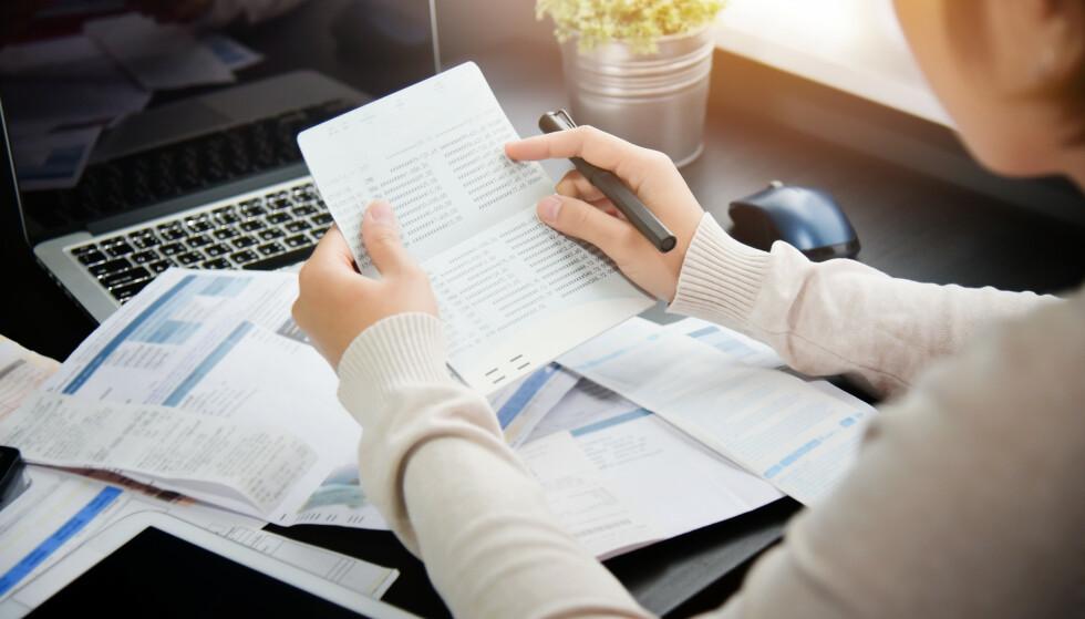 GJELDSOVERSIKT: Snart blir usikret gjeld søkbar for bankene, og da kan det bli verre for deg hvis du har slik gjeld og vil søke om boliglån. Foto: Shutterstock/NTB Scanpix.