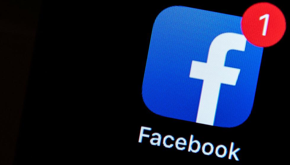 HEKTA: Facebook og andre vet at røde varselprikker gjør oss hekta. Men mange opplever de bare som forstyrrende. Foto: Silas Stein/DPA/NTB Scanpix