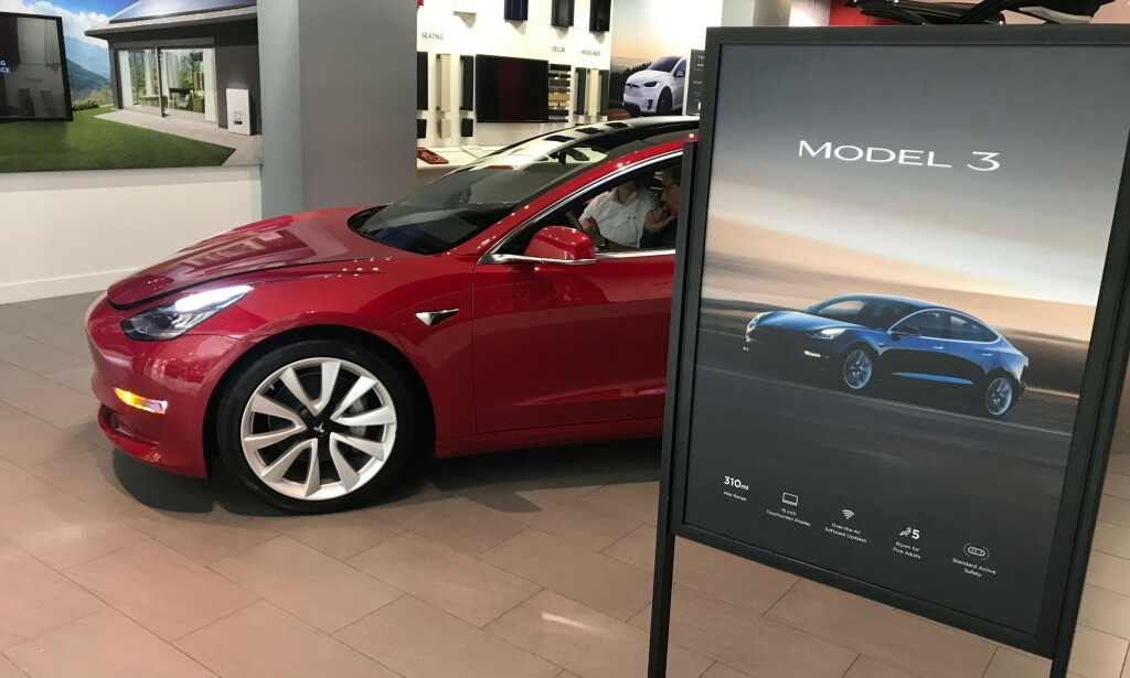 NY REKORD: Tesla Model 3 har allerede etter fire måneder på det norske markedet nådd 10.000 nybil-registreringer. Foto: Øystein B. Fossum