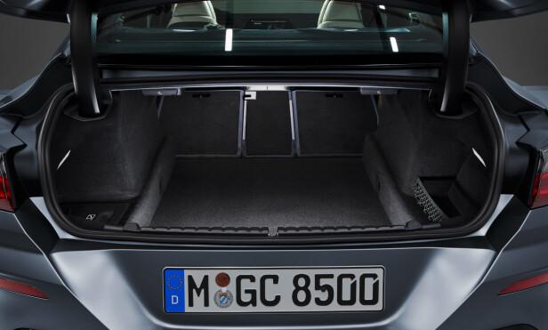 GREI PLASS: Bagasjen tar 440 liter - eller tre golfbagger, som er blitt en slags standard for dem med køller. Foto: BMW