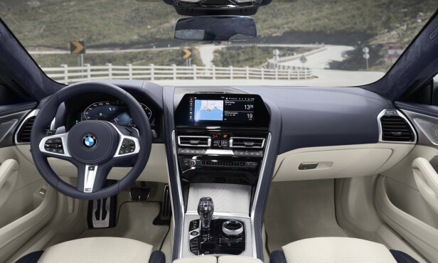 PÅ INNSIDEN: Interiøret er likt som i de andre 8-serie-modellene. Det betyr det aller siste innen digitale instrumenter og infotainment. FotoS: BMW