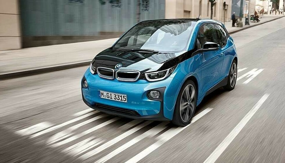 NYE EU-REGLER: EU krever at elbilene avgir støy på minimum 56 desibel når de kjører under 20 kilometer i timen. Foto: BMW