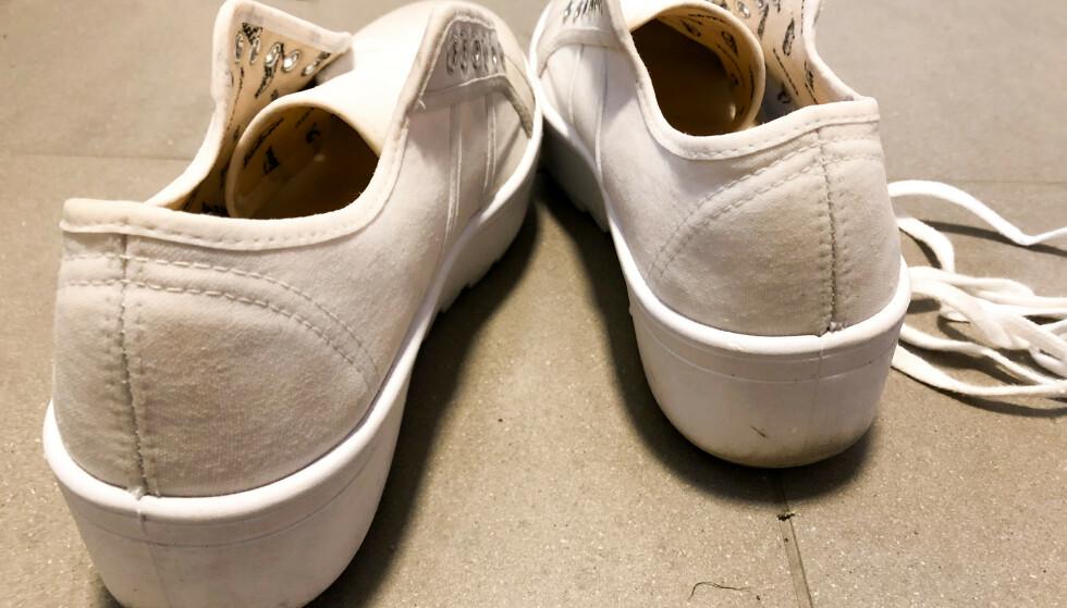 LITT HVITERE: Om ikke du får hvite sko gullrene igjen, blir uansett resultatet litt bedre etter rengjøring - dersom du har gjort det riktig, vel og merke. Foto: Linn Merete Rognø.