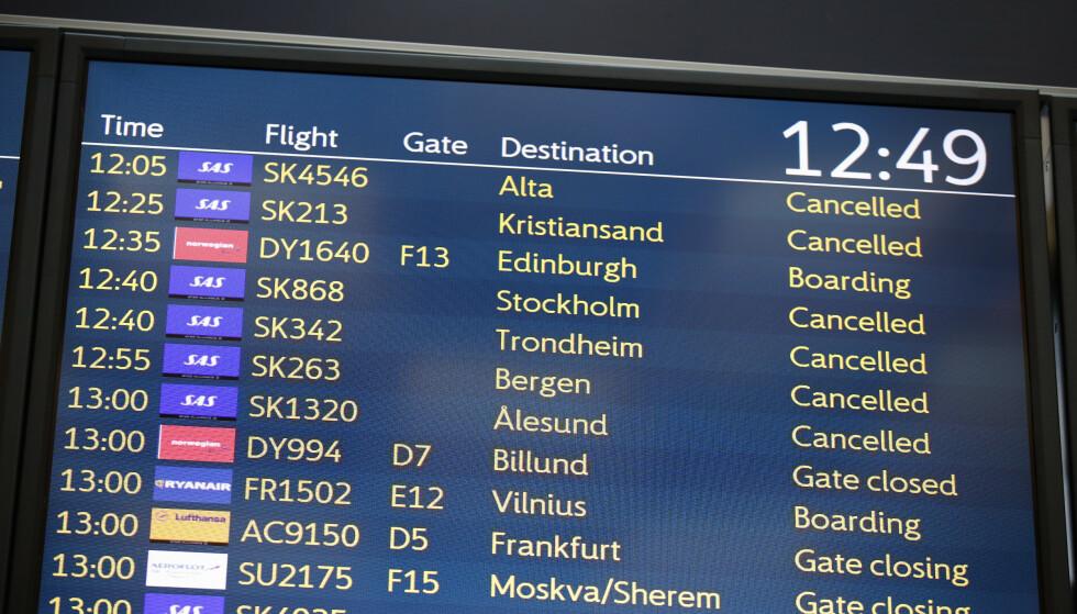 INNSTILLINGER: Halvparten av alle norske flypassasjerer har i løpet av de siste to årene opplevd forsinkelser eller innstillinger av fly, og flere ønsker mer og bedre informasjon. Dette kommer fram i en ny rapport fra Forbrukerrådet. Her fra SAS-streiken tidligere i år. Foto: Terje Pedersen/NTB Scanpix