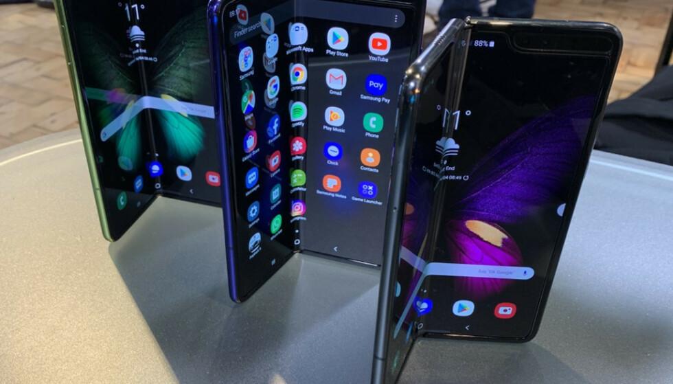 TRØBLETE START: Samsung rakk ikke å lansere Galaxy Fold før de måtte utsette salgsstarten. Flere anmeldere opplevde at skjermen gikk i stykker på ulike måter. Foto: Martyn Landi/Pa Photos/NTB Scanpix