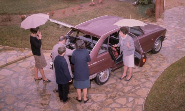 Den revolusjonerende bakluken ble selvsagt hyppig vist frem på reklamebilder. Foto: Renault