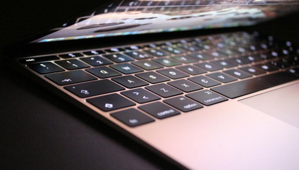 TRØBLETE ERSTATNING: I 2015 introduserte Apple et nytt flatere tastatur som blant annet skulle være kjappere å skrive på. Mange har imidlertid hatt problemer med det såkalte sommerfugl-tastaturet, og Apple har måttet gjøre forbedringer flere ganger. Nå skrotes visstnok hele løsningen. Foto: Kirsti Østvang