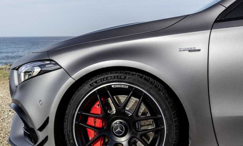 RØDE ELLER GRÅ: Du ser på lang avstand at det er en S-modell dersom bremsene er røde. Foto: Mercedes