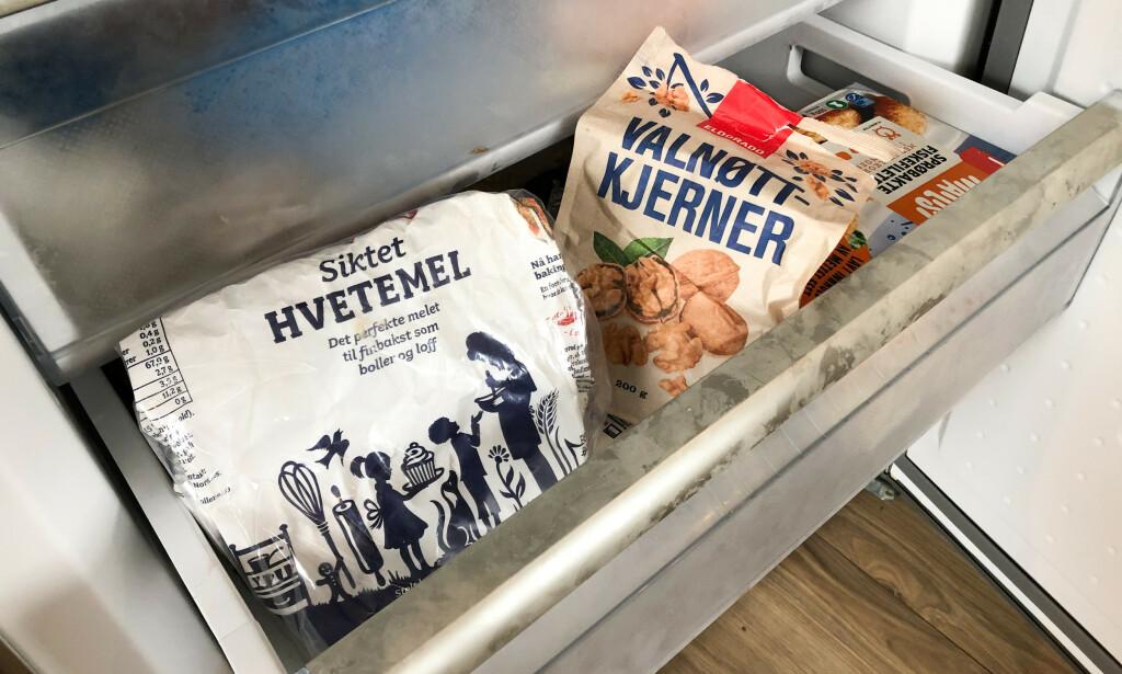LEGG DET I FRYSEBOKSEN: Det er mye mat man kanskje ikke er klar over at kan lagres i fryseboksen - for eksempel mel og nøtter. I artikkelen under får du flere, gode tips. Foto: Linn Merete Rognø.