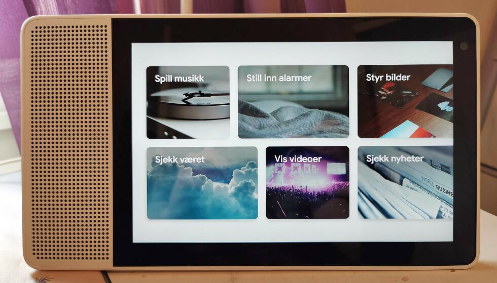 STOR UTGAVE: Google har ikke lansert sin Nest Hub Max her til lands, men Lenovos smartskjerm er like stor. Foto: Pål Joakim Pollen