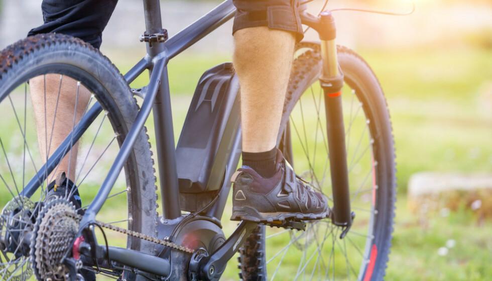 POPULÆRT: Stadig flere oppdager fordelene med elsykkel. Så langt i år meldes det om rekordvekst i salget. Foto: Moreimages/Shutterstock/NTB scanpix