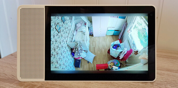 PÅ SKJERM: Har du annet Google Home-utstyr i hus, kan du se live-bilde fra kameraet på en større skjerm enn mobiltelefonen. Foto: Pål Joakim Pollen