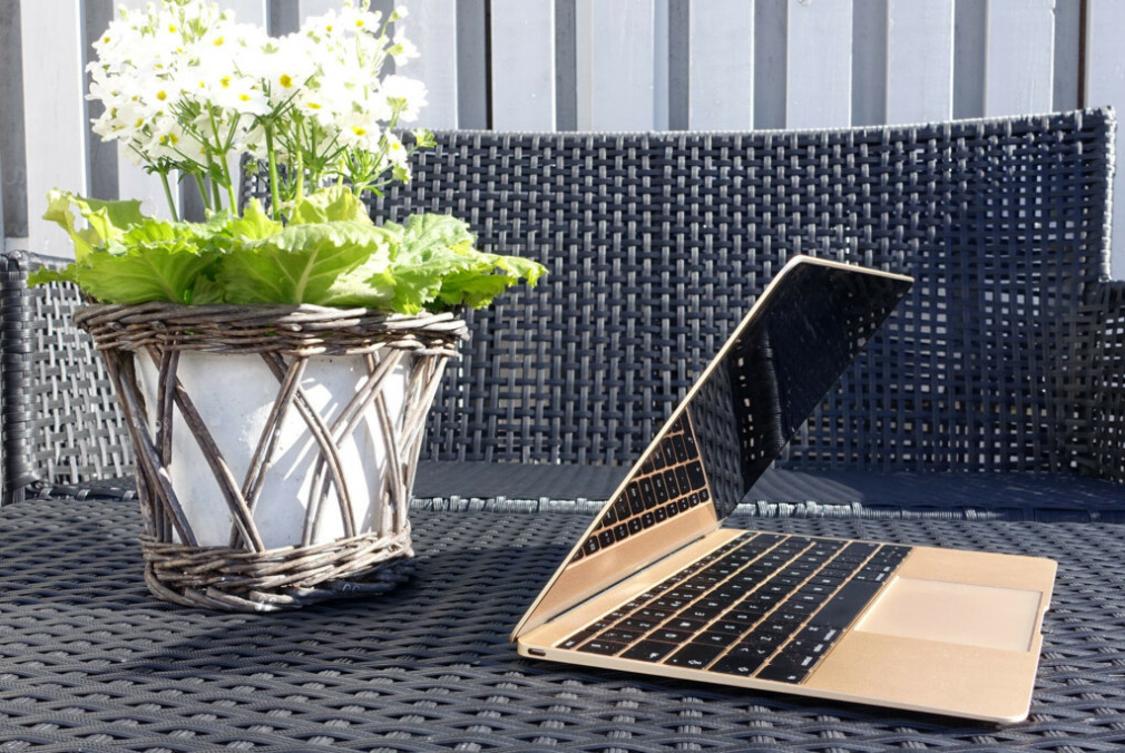 KONTROVERSIELL: Med bare én port var 12-tommer MacBook en av Apples mest kontroversielle bærbare gjennom tidene. Etter fire år, tar Apple den ut av salg. Foto: Kirsti Østvang